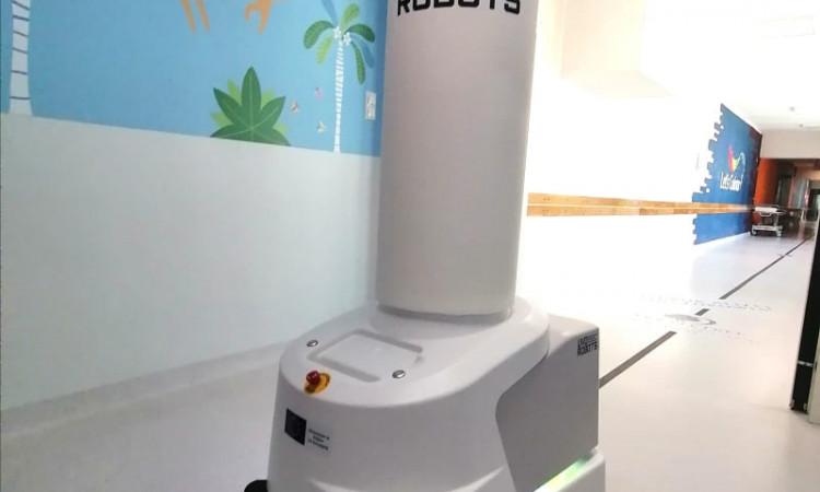 Nowoczesny Robot UVD do dezynfekcji i dekontaminacji pomieszczeń.